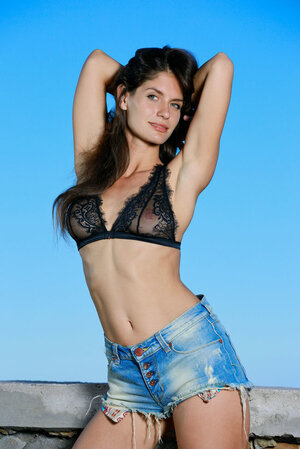 Brunette babe in bra and denim shorts is keen to surprise viewers with her body